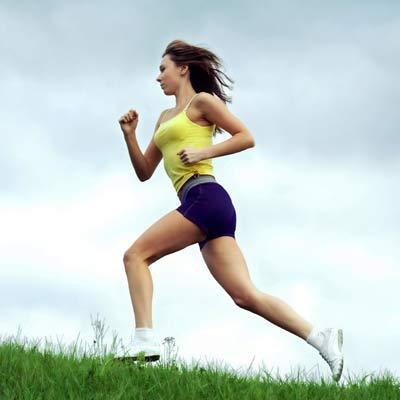 беговая дорожка или бег на улице